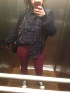 Look curvy 1: Pantaloni di pelle sotto, ma sopra abbottonata.
